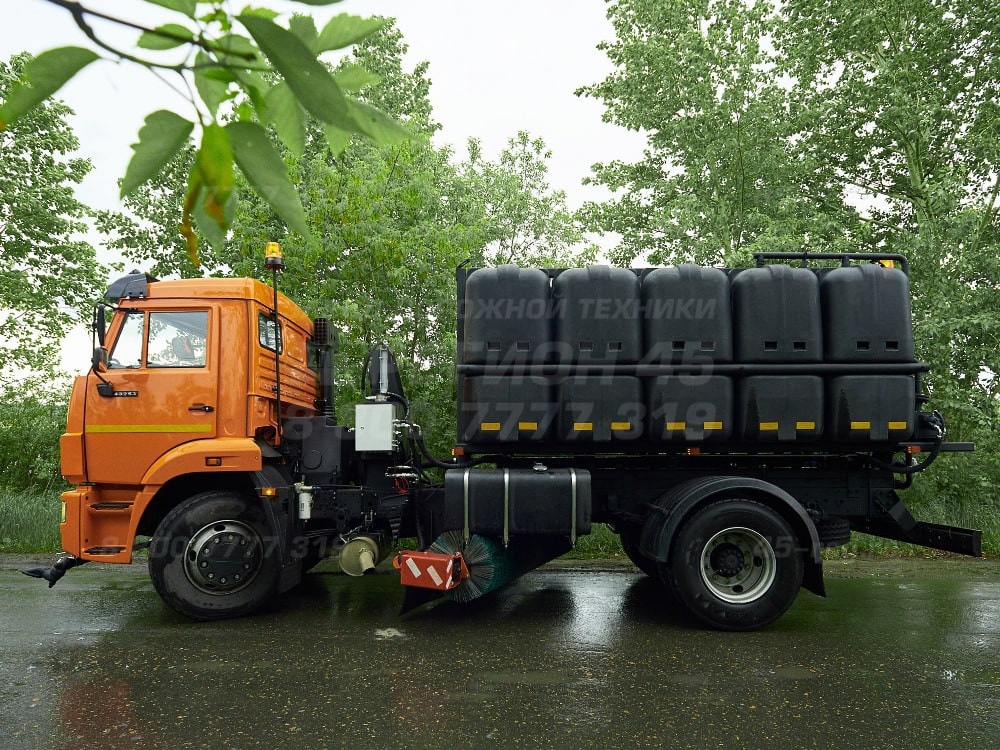 Купить КДМ на базе КамАЗ Р-53605 (с пластиковыми баками) «Регион 45»